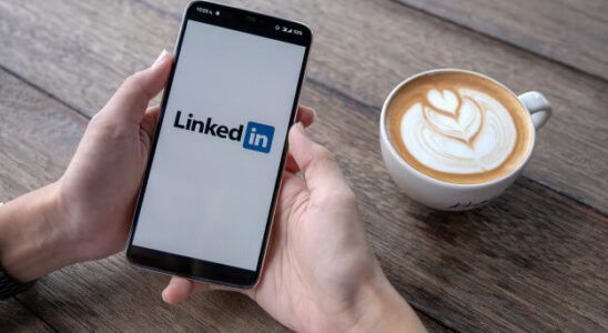 o que colocar no resumo do linkedin